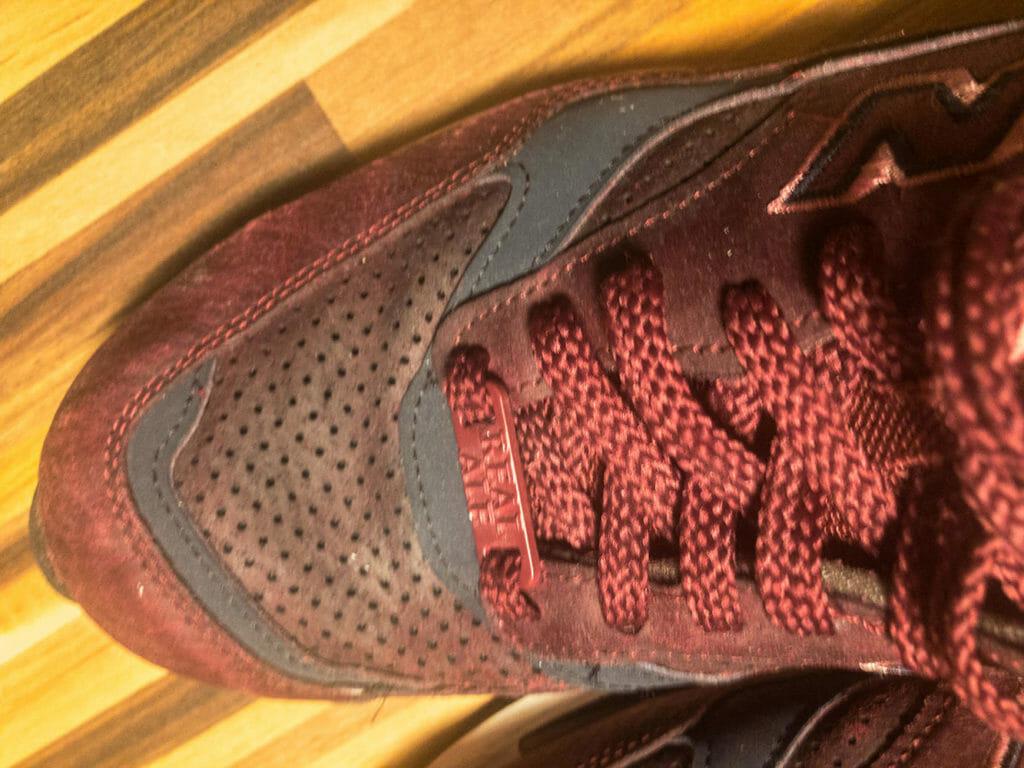 Odbarwienia po praniu butów