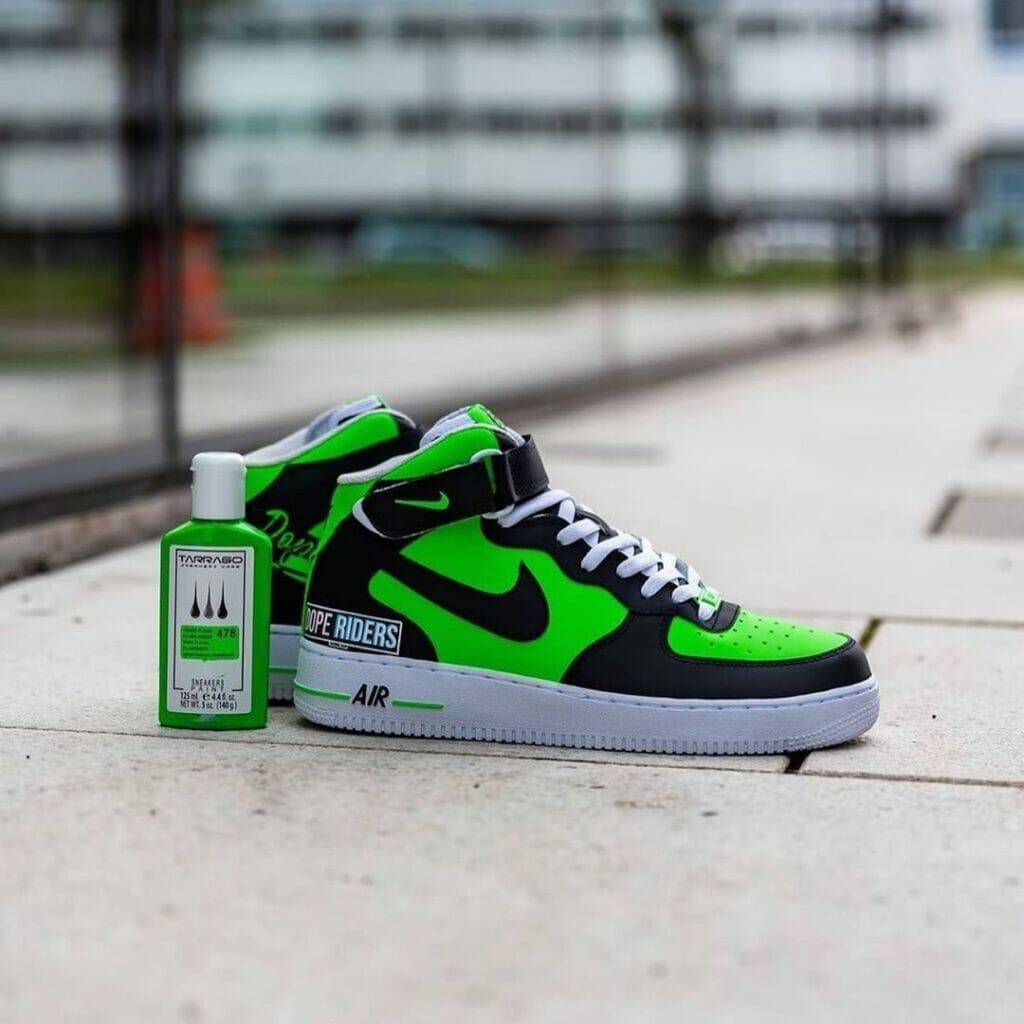Zielony custom nike af1 i farby tarrago sneakers paint