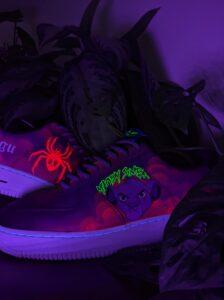 Malowanie butów i jeansu farbami akrylowymi uv