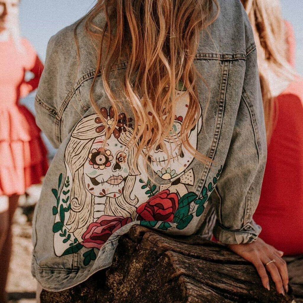 Customizacja, malowanie jeansu farbami akrylowymi