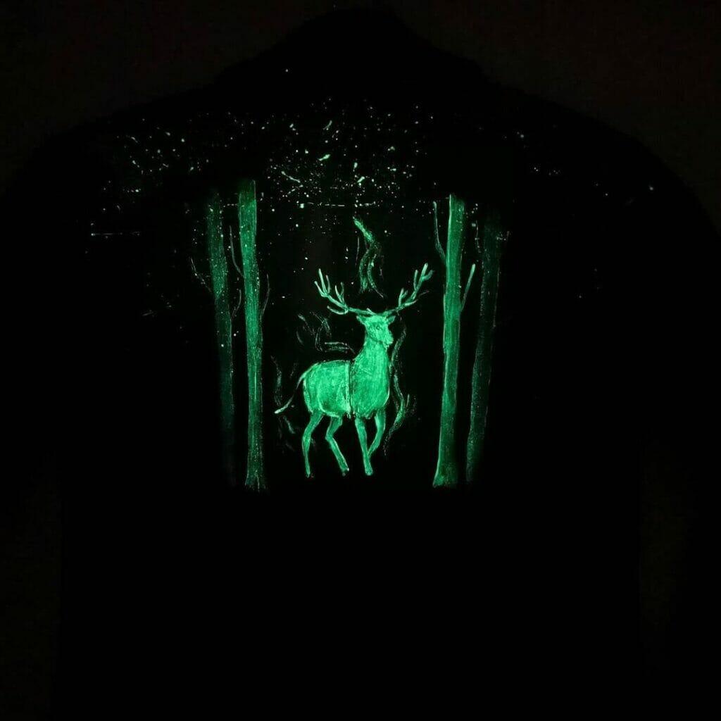 Farba do odzieży, która świeci - glow in the dark.